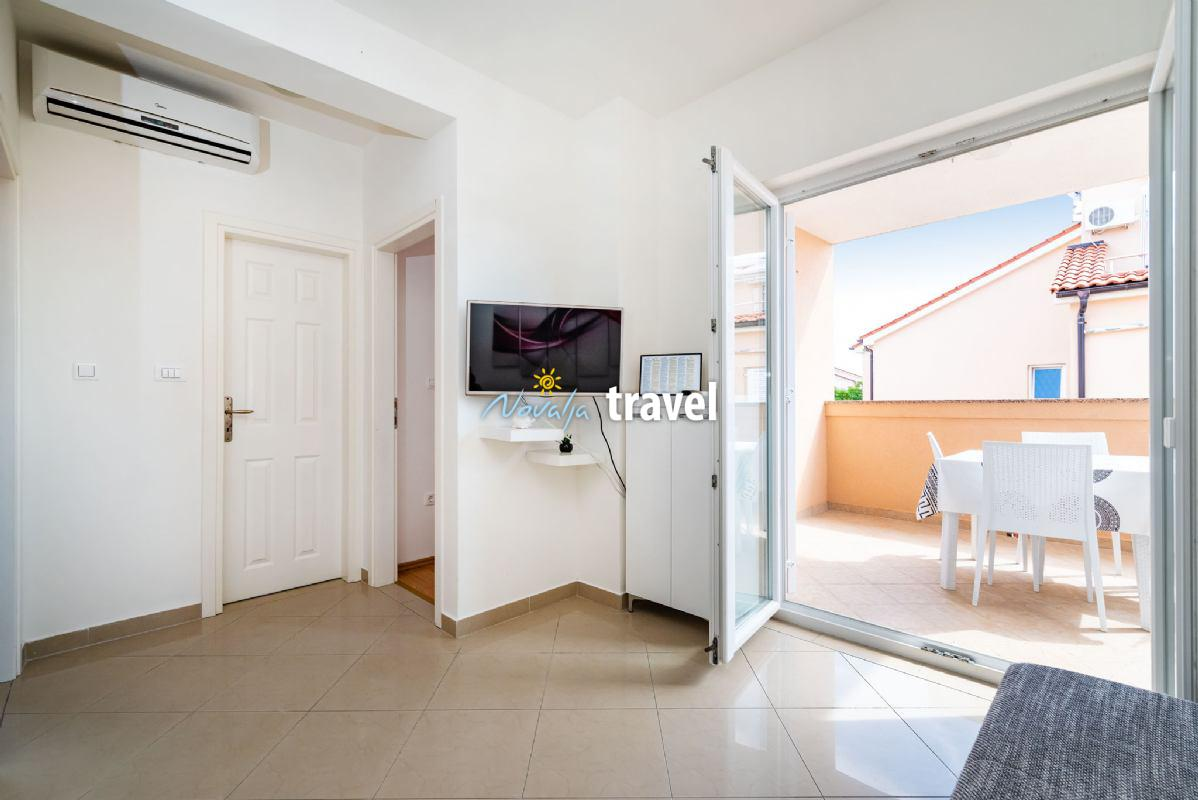 Yellow Apartment nb 1