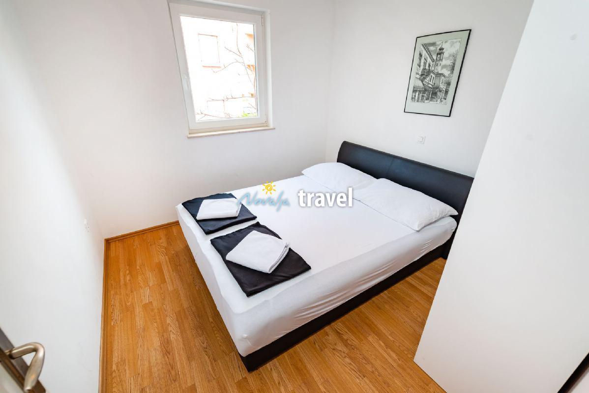 Yellow Apartment nb 2